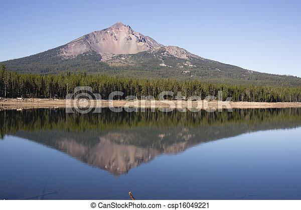 Four Mile Lake Mount McLoughlin Klamath County Oregon Cascade - csp16049221