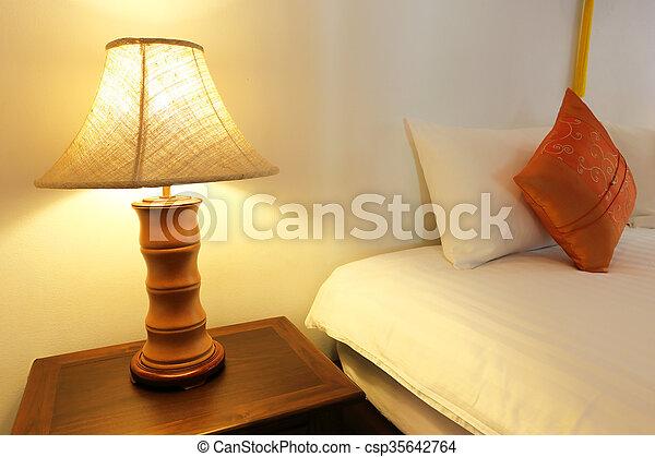 Fragment, op, lamp, slaapkamer, afsluiten, lezende stockbeeld - Zoek ...