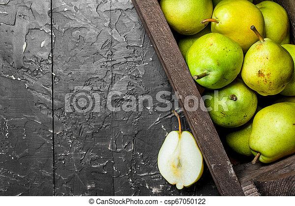 Fragrant ripe pears in the box. - csp67050122