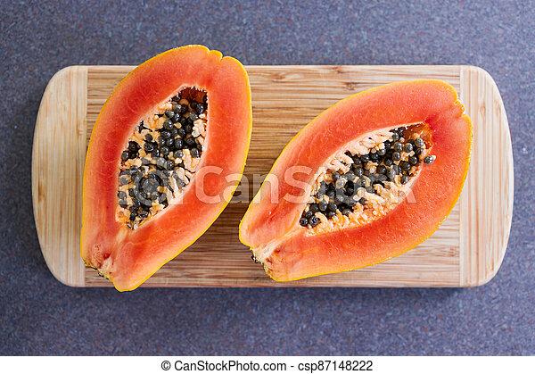 frais, simple, découpage, papaye, nourriture, ingrédients, moitiés, fruit, planche, coupure, sommet - csp87148222