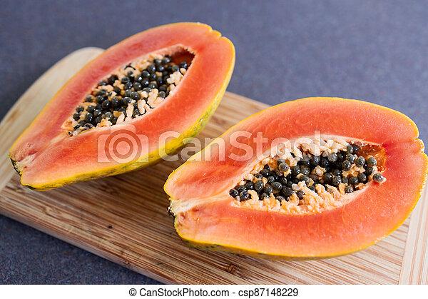 frais, simple, découpage, papaye, nourriture, ingrédients, moitiés, fruit, planche, coupure, sommet - csp87148229