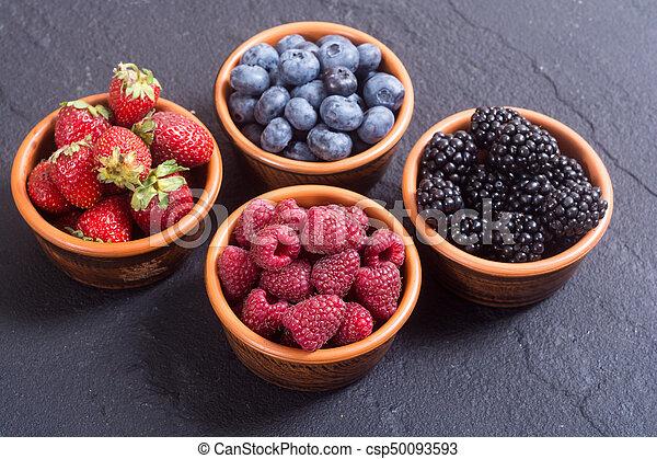Fresas, arándanos, moras, fresas - csp50093593