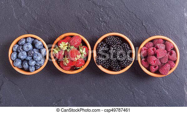 Fresas, arándanos, moras, fresas - csp49787461
