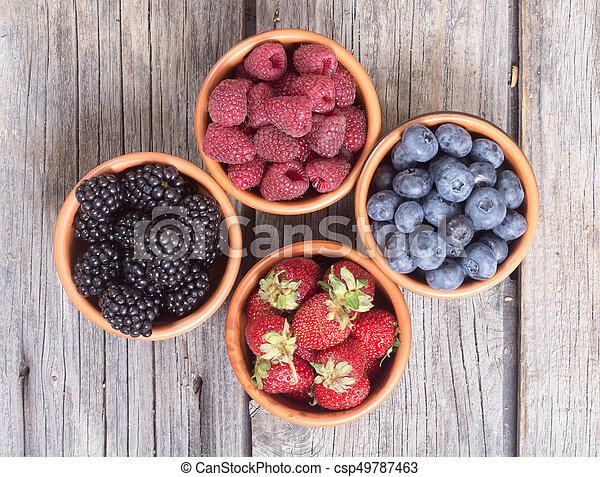 Fresas, arándanos, moras, fresas - csp49787463