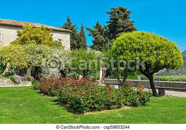 franciscan, 修道院, 庭 - csp59653244