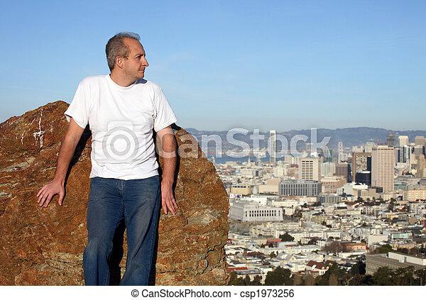 Hombre maduro en San Francisco - csp1973256