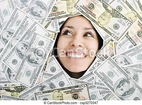 Eine Frau, die nach einem Loch auf dem Geldplatz sucht - csp3270347