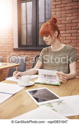 Frau im Büro - csp43831647
