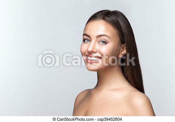 Frau lächeln. Zähneputzen. Zahnpflege. - csp39452804