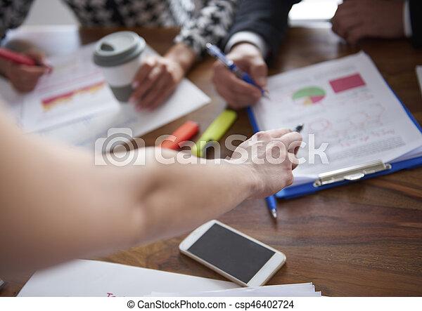 frau, dokumente, zeigen - csp46402724