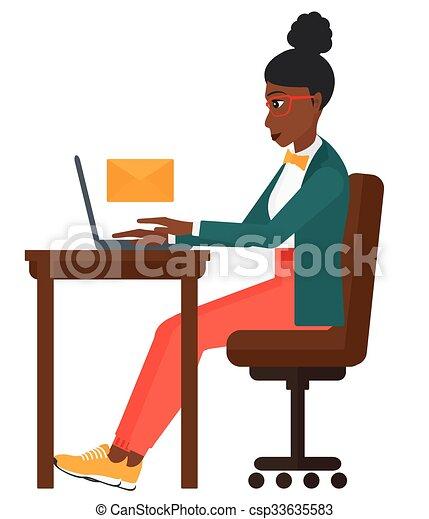 Frauen empfangen E-Mails. - csp33635583