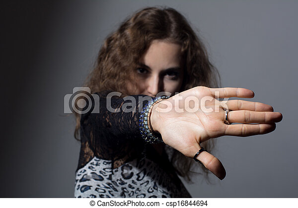 frau, halt, fokus, hand signalisieren, heraus - csp16844694