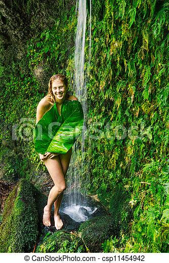 Frau Hawaii Wasserfall Unter Schöne Frau Entspannend Hawaii