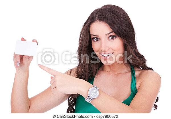 Eine Frau, die auf eine leere Karte zeigt - csp7900572