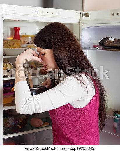 Frau, lebensmittel, schlechte, because, nase holding,... Stockfoto ...