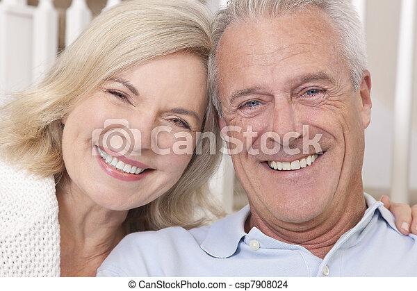 frau, &, paar, daheim, älterer mann, lächeln glücklich - csp7908024