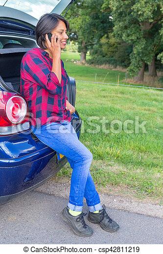 Frau sitzen, beweglich, auto, telefonieren, draußen, stamm, kaukasier.