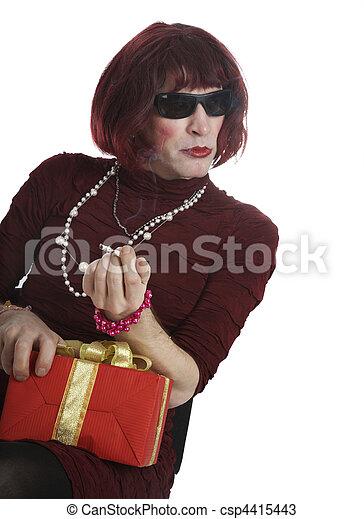 Frau verkleidet sich als mann