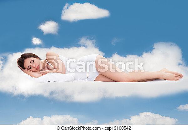 frau, wolkenhimmel, junger, eingeschlafen - csp13100542
