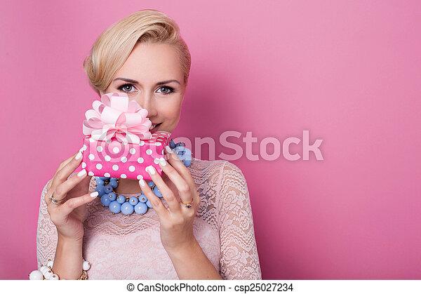 frauen, geschenk, geschenk - csp25027234