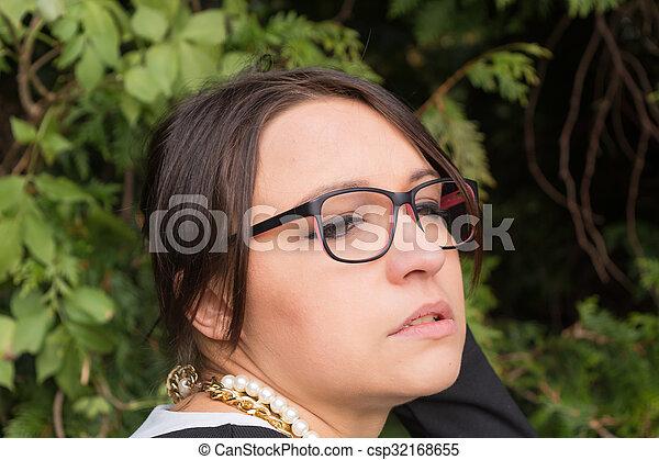 Brille frauen mit Frisuren Für