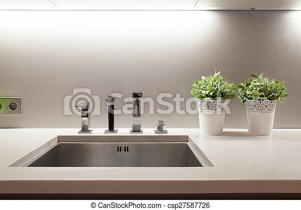 Hundirse en la cocina - csp27587726