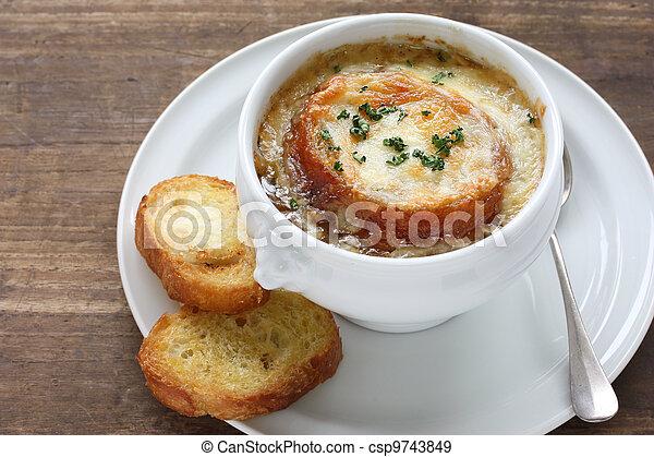 french onion gratin soup - csp9743849