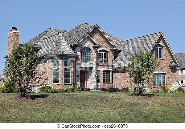 Casa de ladrillos con balcón - csp2616873