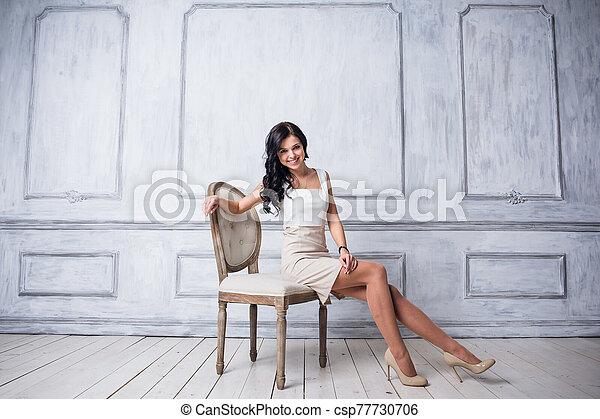 frente, mujer, silla, moda, hermoso, blanco, decorativo, vestido, lujo, moldeados, tiro, antigüedad, cortocircuito, pared, posición, joven - csp77730706