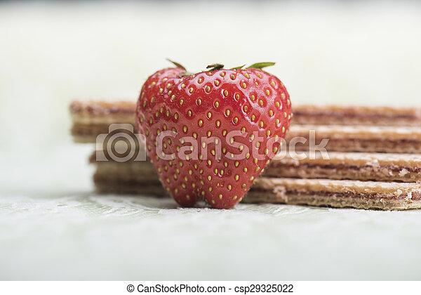 Fresa y galletas - csp29325022