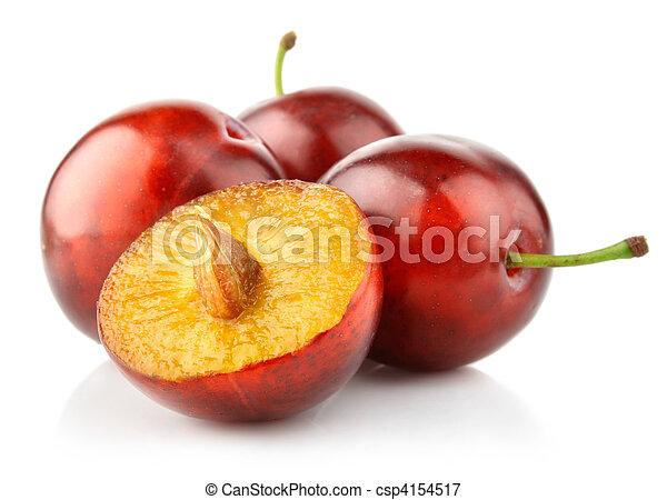 Frutas de ciruela frescas aisladas en blanco - csp4154517