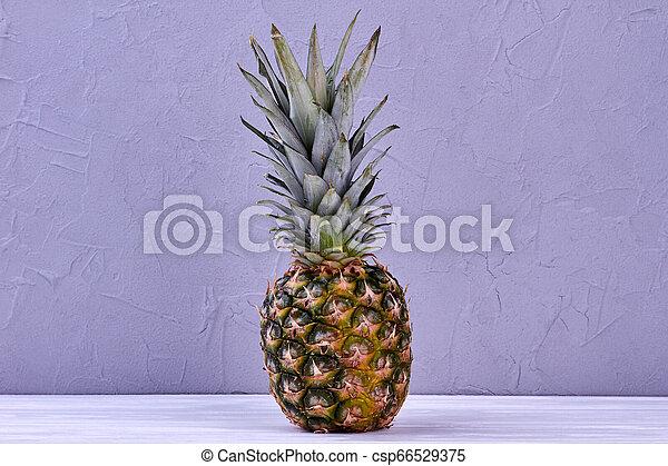 Piña hawaiana fresca. - csp66529375