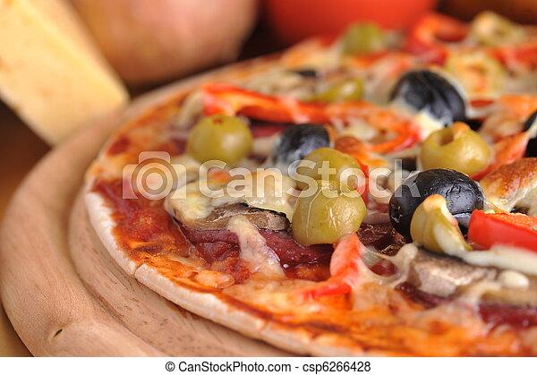 Pizza recién horneada - csp6266428