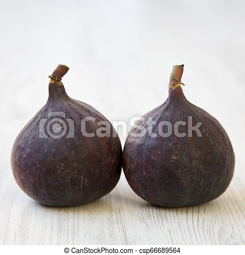 Fresh figs on a white wooden background, side view. Close-up. - csp66689564