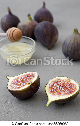 Fresh figs on concrete background, side view. Close-up. - csp65269063