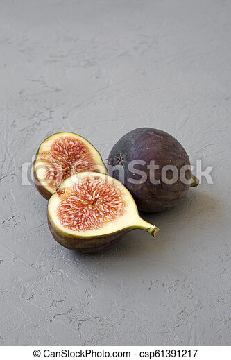 Fresh figs on grey background, side view. Close-up. - csp61391217