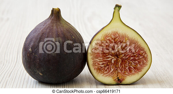 Fresh figs on white wooden background, side view. Close-up. - csp66419171