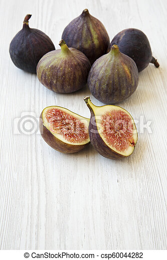 Fresh figs on white wooden background, side view. Close-up. - csp60044282