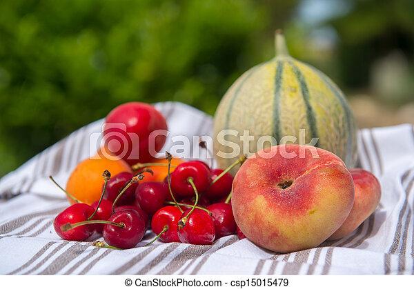 Fresh fruit assortment - csp15015479