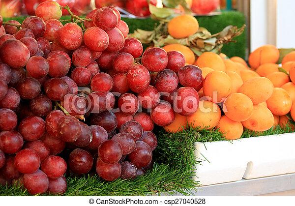 Fresh grapes - csp27040528