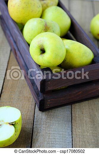 fresh green apples in a box - csp17080502