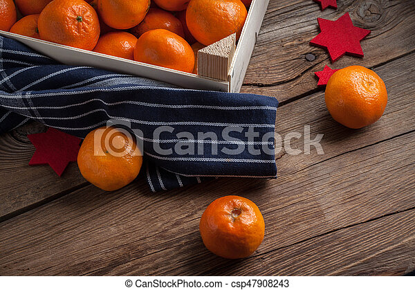 Fresh oranges in wooden box - csp47908243