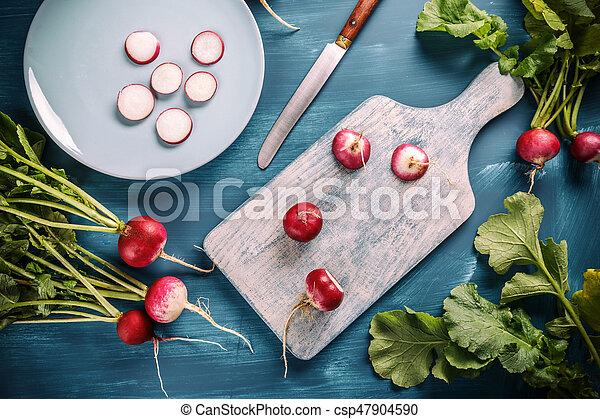 Fresh organic radishes - csp47904590