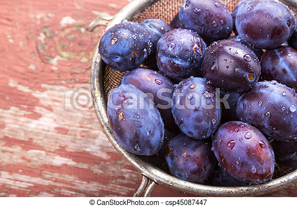 Fresh plums on the table - csp45087447