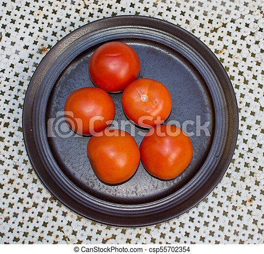 Fresh red tomatoes plate - csp55702354