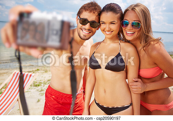 Friends on vacation - csp20590197