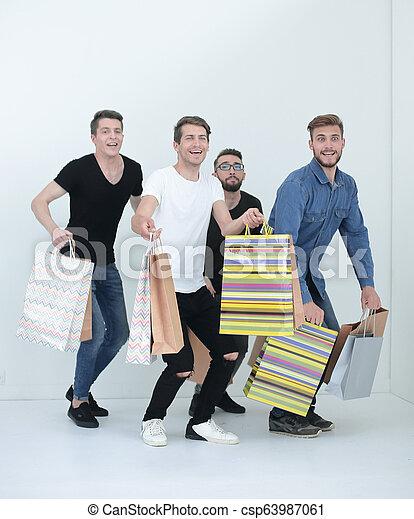 Tanzfreunde mit Shopping. - csp63987061