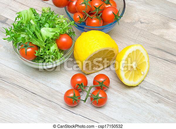 friese, zitrone, kirsch tomaten, kopfsalat - csp17150532