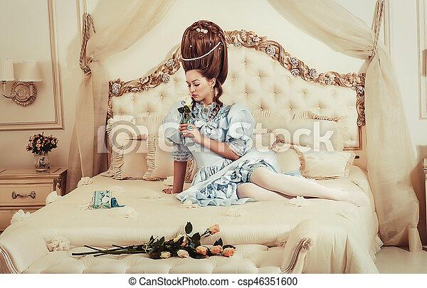 Frisur Kugel Muede Hand Uppig Hoch Lies Innen Mi Dchen Kleiden Style Antoinette Blaue Blume Sie Junger Retro Luxus Frau Sexy