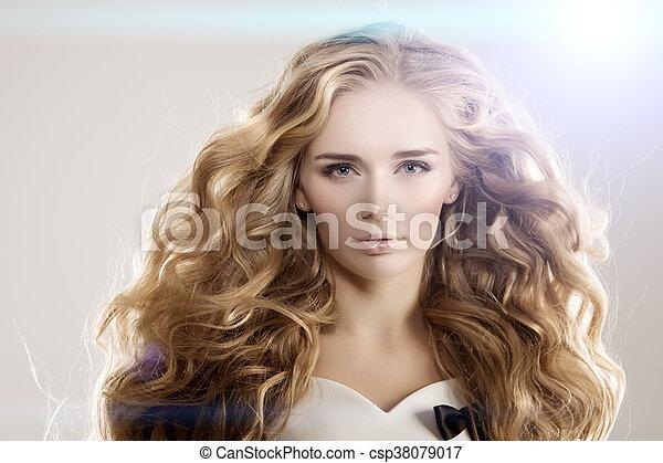 Frisur Locken Langes Haar Wellen Modell Blond
